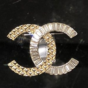 Authentic Chanel gold and strass brooch sz Large